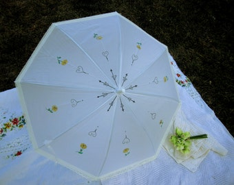 Victorian Parasol, Waterproof and excellent shade, 8 Yellow Roses, Beautiful lace Parasol, Cream lace, Victorian Parasols,