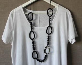 Black linked necklace
