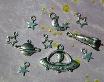 10 Mixed SPACE Charms Rocket Flying SAUCER Saturn MOON Stars Retro Alien Silver Finish