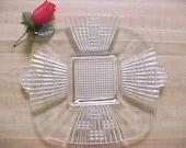 RÉSERVÉ des années 1920 clair en verre carré assiette avec poignées, Art Deco sur pied verre pressé de service manipulé plateau de service, Vintage élégant cristal Gl