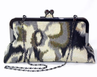 Clutch - Metallic fabric in black, gold and grey - Gunmetal kisslock frame with chain