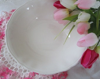 White Ironstone Round Serving Bowl     Alfred Meakin   Made in England