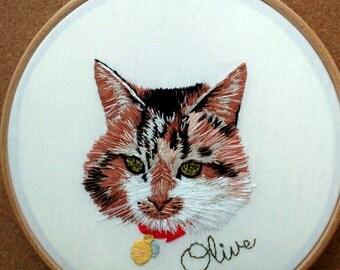 Custom Pet Portrait embroidery hoop. Bespoke gift. Cat. Illustration. 7 inch.