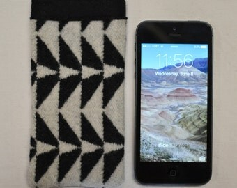 SE iPhone sleeve cover case - 5 5s iPhone sleeve cover case wallet - black and white - Native tribal arrows geometric wool from Portland OR