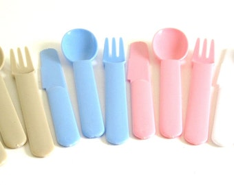 Plastic Silverware Set, Hong Kong Picnic Flatware 1980s Pastel Pink, Light Blue, White, Beige, Plastic Cutlery