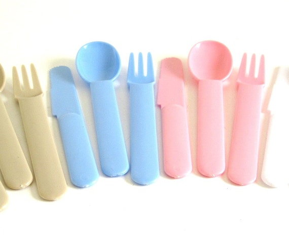 Plastic Silverware Set, Hong Kong Picnic Flatware 1980s Pastel Pink, Light Blue, White, Beige, Plastic Cutlery