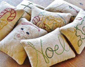 Christmas Decorative Pillows, Primitive Santa Claus Bowl Fillers, Noel Tucks, Stocking, Tree, Retro Xmas Lights, Gift Red Green Plaid, CIJ