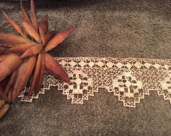 Vintage 16 Yards Wide Handmade Ecru Linen Lace Trim, Linen Lace, Hand Made Lace, Antique Lace, Ecru Lace Edging, Wedding Lace, Country Lace