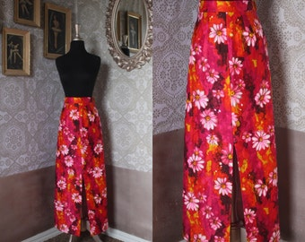 Vintage 1960's 70's Vibrant Daisy Quilted Skirt Small