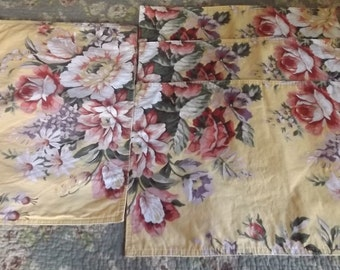 Set of 4 four beautiful, gently-used Ralph Lauren Sophie Brooke cotton place mats, yellow with cabbage roses, red green white pink,