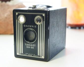 Eastman Kodak Brownie Target six-20 camera Made in Rochester, NY, U.S.A. 620 kodak film
