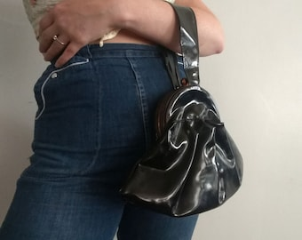 1940s Black Patent Leather Triangular Pleated Wristlet Handbag in Great Condition