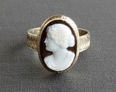 Antique Cameo Ring. Large Hardstone Sardonyx Black and White Gold.