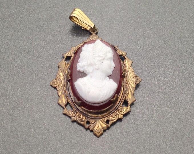 Vintage Art Nouveau Glass Lava Cameo Pendant Small Cameos with Lady. Vintage Jewellery. Vintage Victorian Style pendant.