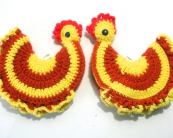 Vintage Pair Kitsch Chicken Rooster Pot Holders Hand Crochet Knit for Spring Urban Organic Chicken Hobby Farmer Country Kitchen w/ Hang Loop