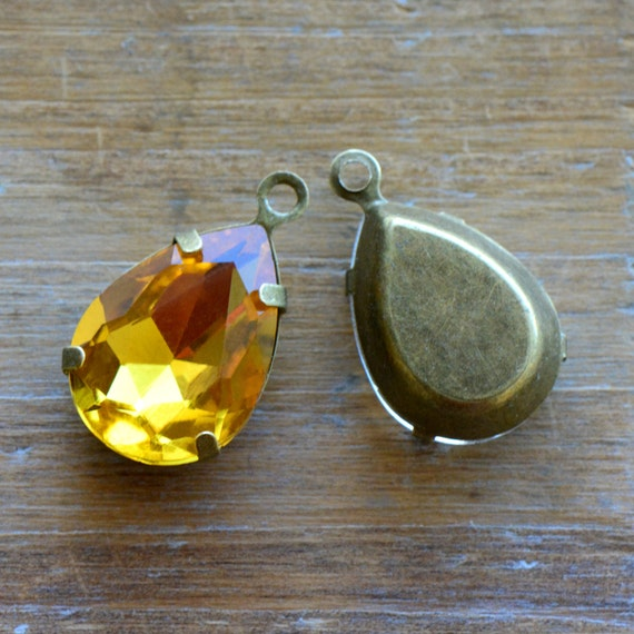 2 - Teardrop Jewel Charms TOPAZ YELLOW Drop Gem Pear 13x18mm Brass Claw Setting Charm or Link Gold Antique Bronze Silver (AY065)