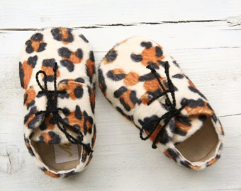 Leopard baby booties, leopard baby shoes, animal print baby girl shoes, faux fur baby boots, woodland baby shoes, warm baby booties