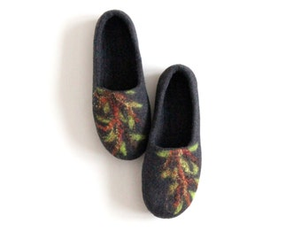 Mothers day gift - Felted women slippers - charcoal gray slippers with green tree - made to order - gift for her - wool clogs - home shoes
