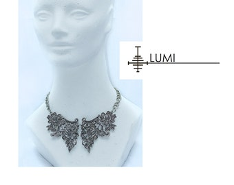 Metal heavy lace collar necklace