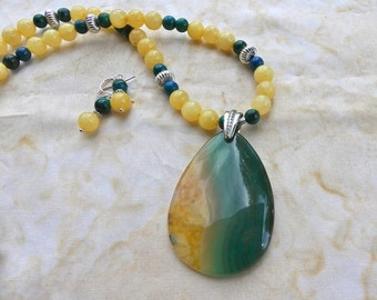 21 Inch Green and Yellow Fire Agate Pendant Necklace with Earrings