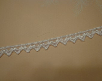 "Gorgeous Narrow Embroidered Rayon Venice Lace Trim in White, 1/2"" Wide (2 yards)"