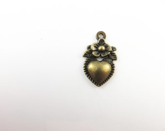 10 Heart charms with flowers
