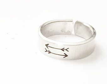Double Arrow Ring