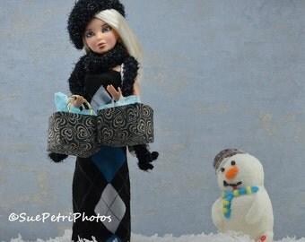 Fashion Doll Photography, Barbie Photos, Liv Doll Photos, Christmas Shopping Fashion Doll, Fashion Doll Diorama, Still Life Photography
