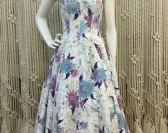 Amazing 1950's strapless purple floral fit and flare dress with beautiful latice neckline