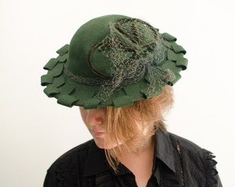 Vintage Green Wool Felt Scalloped Brim Hat with Netting - 1940's