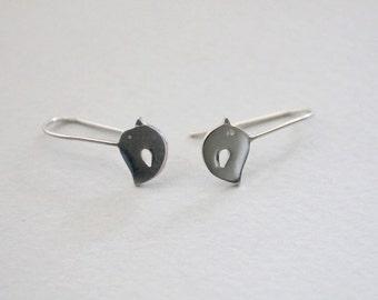 Silver bird earrings Nature earrings Bird earrings Animal earrings Bird gifts for mom For girlfriend Bird lover gift Woodlands jewelry