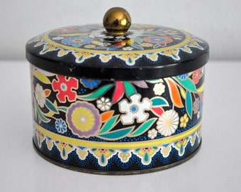 Vintage Floral Round Tin Designed by Daher, Long Island, NY Made in England