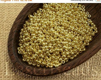 ON SALE 20% OFF Size 11 seed beads. Czech rocailles 20g. Yellow Gold Metallic Beads. 31 Met