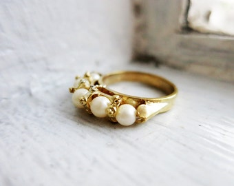 Vintage 5 Pearl Ring in Silver Gold Plated Finish (US Ring Size 5.5 )