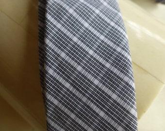 AY Not Dead !!!!!!!!!  RARE Tie. Collector 's Skinny Tie. Rare Tie cool Preppy Tie