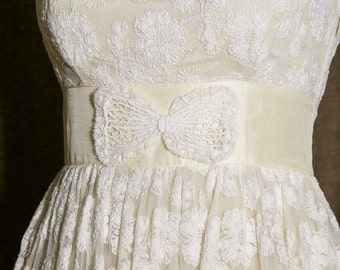 Vintage | 60's Lace Fit and Flare Bow Dress | Perfect for Boho or Retro Bride | Petite Small