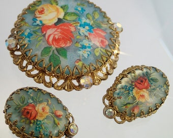 FREE Shipping Vintage Red Roses West Germany Brooch and Clip on earrings set Demi Parure Tile Oval Filigree Pin Austrian Crystal Rhinestones