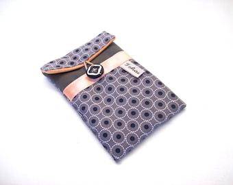 étui téléphone gris en tissu imprimé cercles housse iphone pochette matelassée pour portable