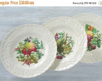 """On Sale Vintage Alfred Meakins Fruit Design Dinner Plate Lunch Plate Choice of 1 Pear, Apple, Strawberries, 9"""" Cabinet Plate Wall Decor"""