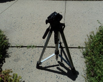 Tripod from Le-va/picture taking/ videos/black metal/silver metal/folds for easy storage