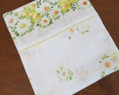 Vintage Sheet - White and Yellow Daisies - Full or Double Flat Sheet
