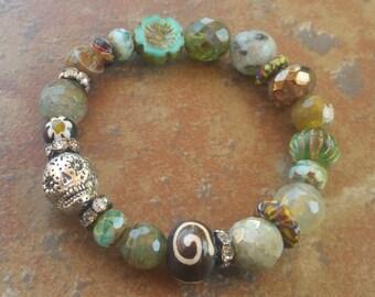 SKull Bracelet, stretch bracelet, Dia de los muertos, sugar skull jewelry, Bohemian Jewelry, stretch bracelets