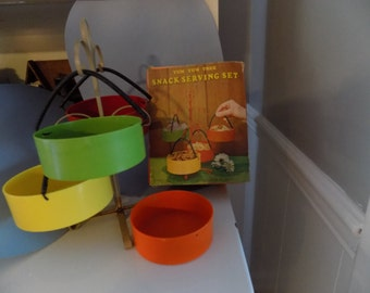 Vintage Tan Wire 4-Cup - Multi color Plastic Snack Serving Set - Yum Yum Tree