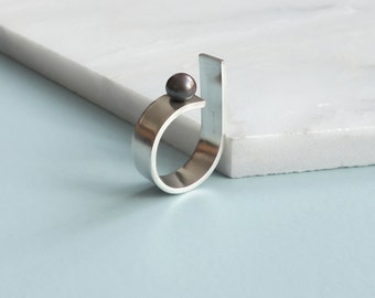 Black pearl silver contemporary ring. Adjustable modern ring. Minimalist,industrial jewellery.