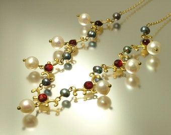 Vintage/ estate 1990s Victorian style reproduction, gold tone, garnet glass & black white freshwater pearl necklace - jewelry / jewellery