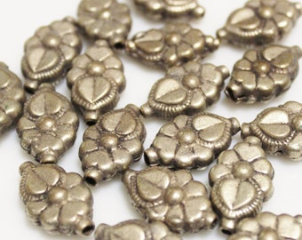 Vintage India Flower Beads,  Ethnic Jewelry Supplies (T13)