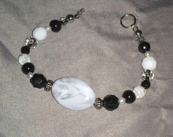 White swirl beaded bracelet