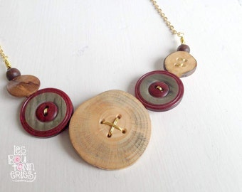 Long collar with recycled and wood's buttons