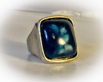 Mens Blue Stone Ring     Size 8
