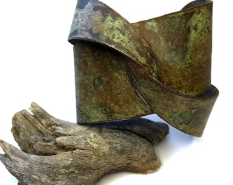 Bold cuff, large, solid copper, woman, vintage, brown green patina, rustic, statement jewelry, ooak, one of a kind, adjustable, modern style